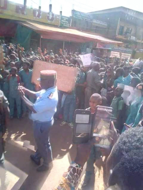 Students go on rampage in Mbouda (West region) because of 3000frs.