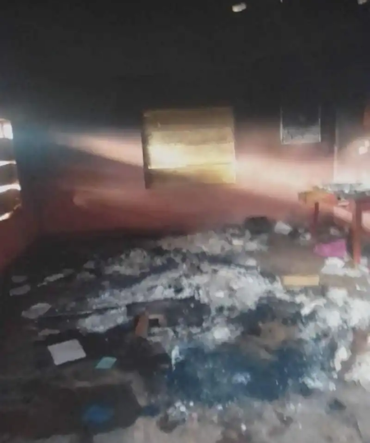 Anglophone Crisis – North West: The gendarmerie post and the Elecam office in Balikumbat reduced to ashes.